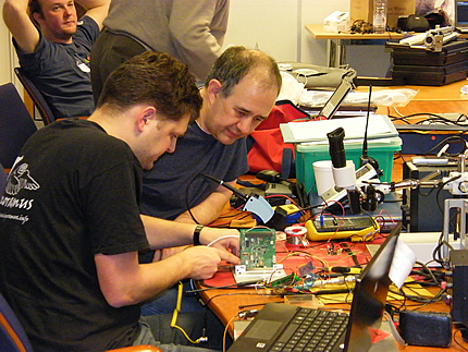 Wouter and David integrate the RF and PA boards.